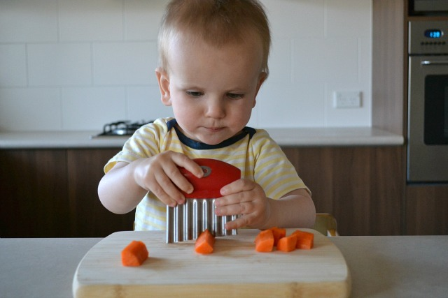 Using a crinkle cutter at 17 months