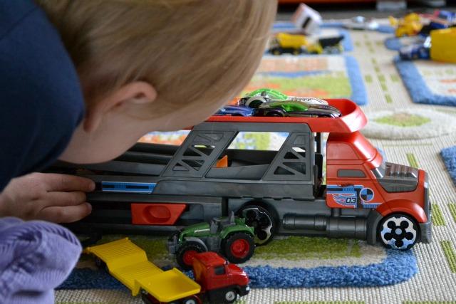 Caspar with transporter matchbox truck