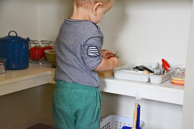 Montessori - toddler preparing a snack