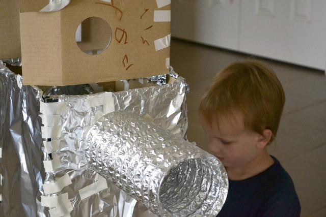 Caspar making robot