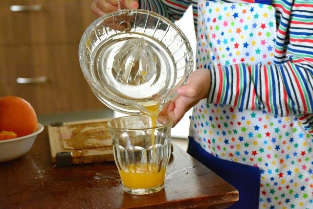 Otis pouring juice #4