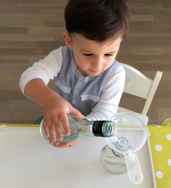 Blog de Maman K - Pouring with a funnel