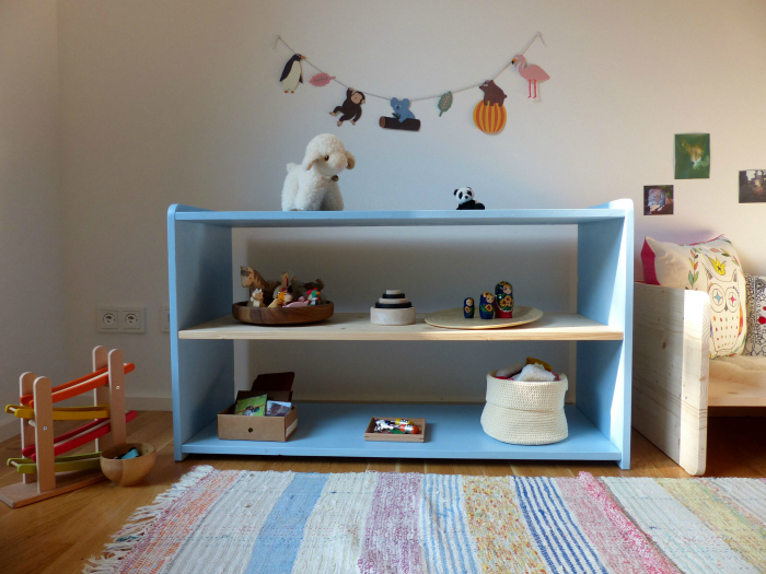 Woomo Child's Low Shelves
