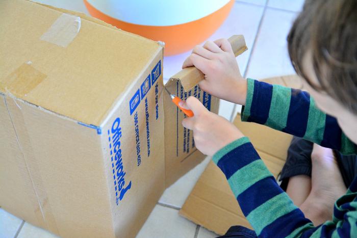 Caspar cuttong box for diorama at How we Montessori