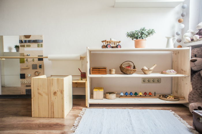 Some montessori spaces you will love how we montessori for Chambre montessori