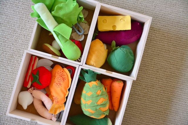 Pretend shopping with Ikea felt food at How we Montessori