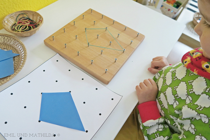 Emil und Mathilda  Geoboard with shapes