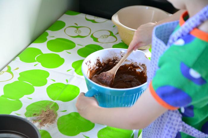 Otis independently makes chocolate cake at 6yrs