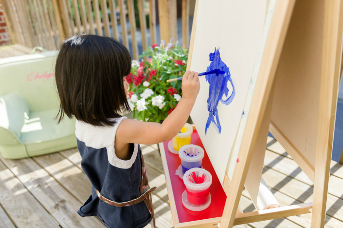 Bella's Casa  outdoor easel