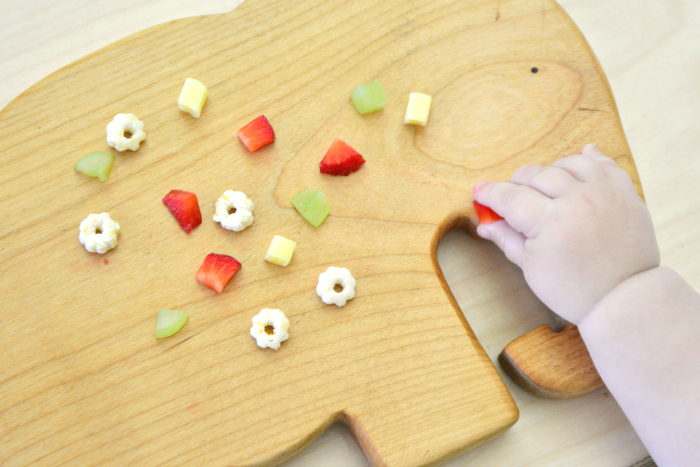 Finger foods for pincer at How we Montessori 9 months