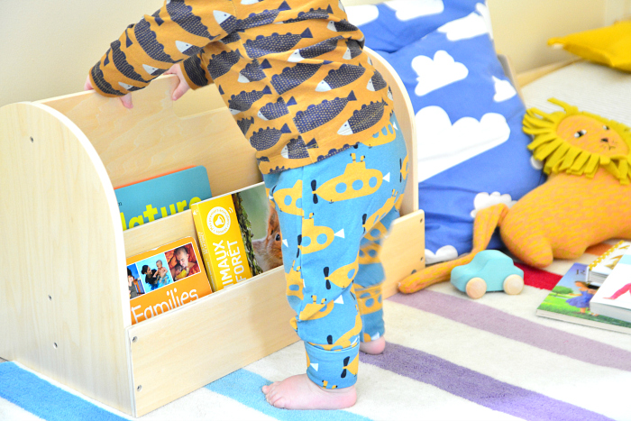Montessori forward facing book shelf