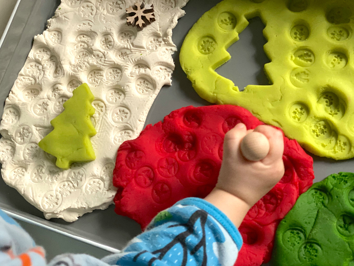 Christmas Play dough tray at How we Montessori