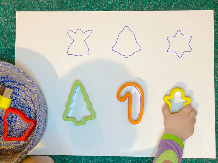 How we Montessori  Toddler shape matching at 27 months
