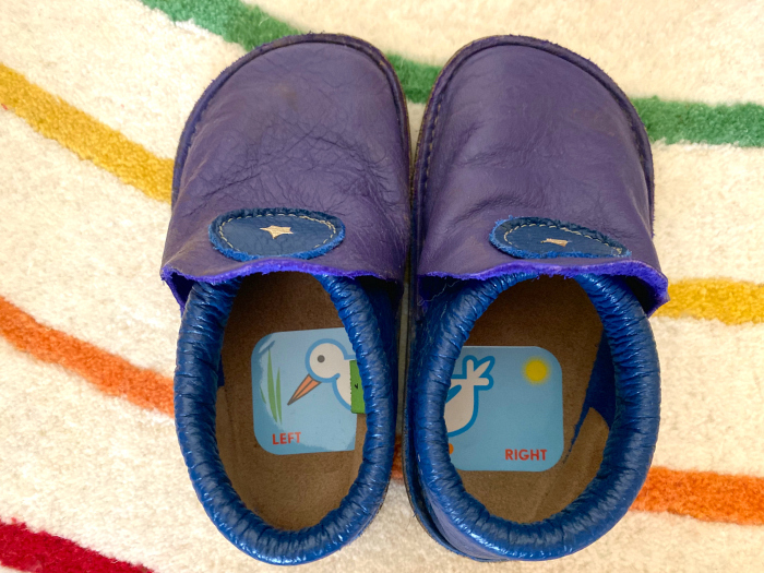 Shoe%20stickers%20for%20left%20and%20right%20feet%20at%20How%20we%20Montessori