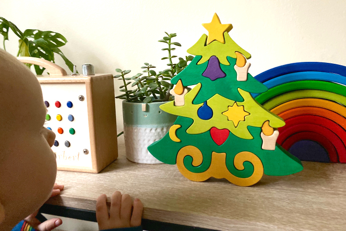 Christmas puzzle at How we Montessori