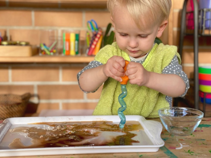 How we Montessori toddler pipette play water and ochre