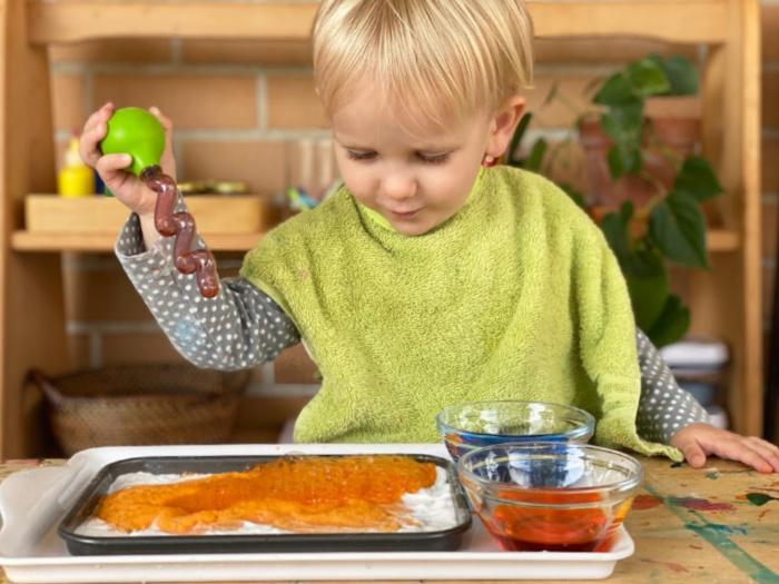How we Montessori baking soda and vinegar