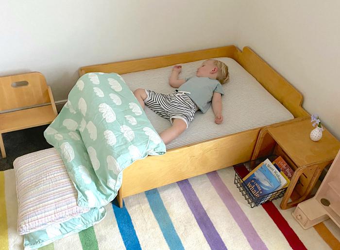 How we montessori toddler bedroom