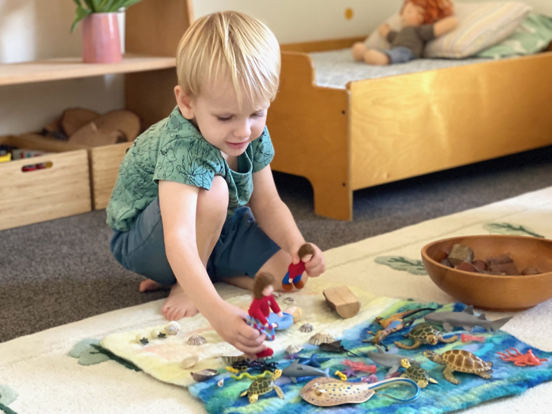 Are there toys in a Montessori bedroom at How we Montessori
