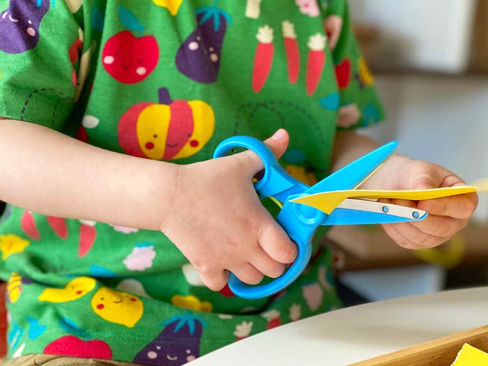 Toddler scissors at How we Montessori  scissors that spring open