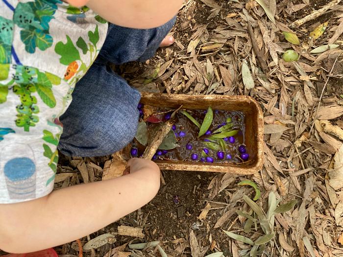 Natural colours nature tie dye Sydney Forest School