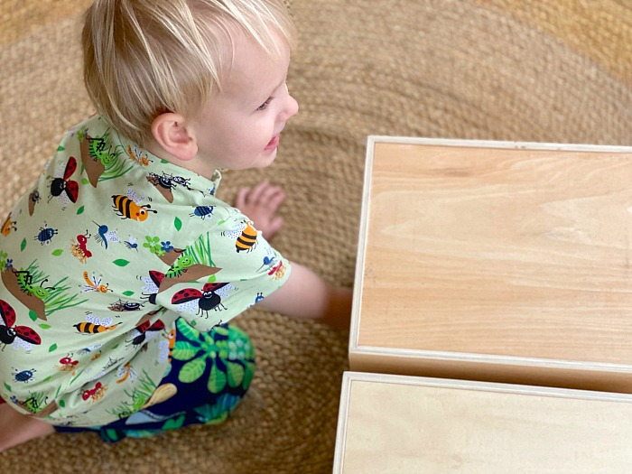 How we Montessori feely sensory box toddler
