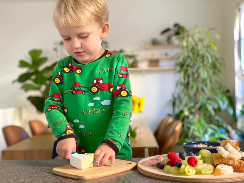 Montessori kiddikutter three year old