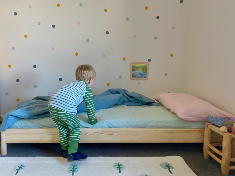 Ikea Montessori floor bed toddler at How we Montessori (1)